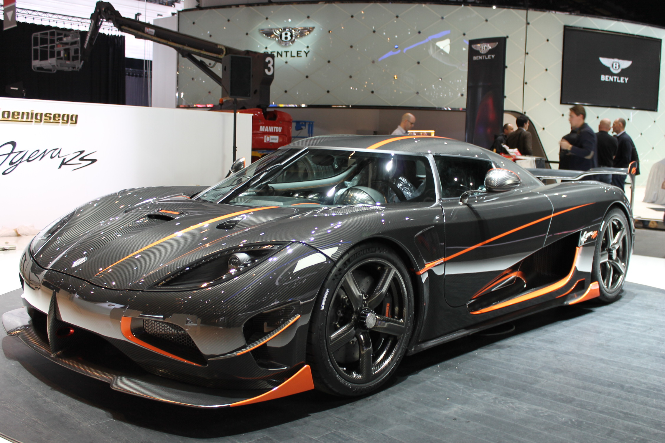 koenigsegg agera rs auf dem autosalon in genf scc500. Black Bedroom Furniture Sets. Home Design Ideas